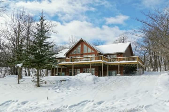 Ski In/Ski Out Home w/Hot Tub, Fire Pit, & 2 Fireplaces!