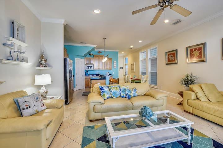 3BR 3.5BA Multi family beach house across from beachside park w/ private pool!