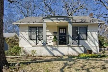 Convenient and Cozy 1920s Home - Little Rock