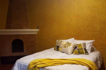 Beautiful comfortable room at Santa Ana, Antigua - Santa Ana
