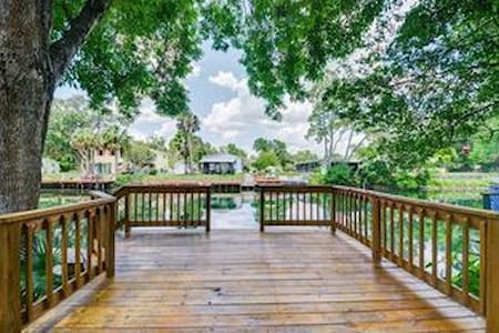 The Bungalow - Weeki Wachee - Bungalov