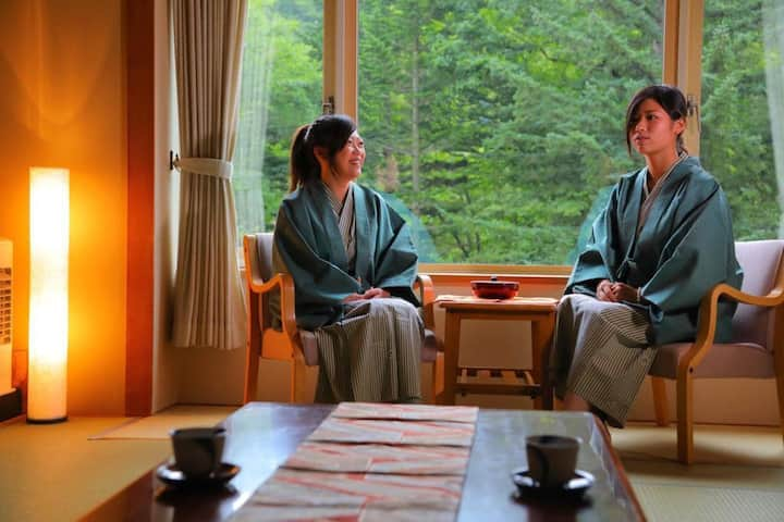 Transfer from JR Noboribetsu sta / Onsen open-air bath available / Breakfast included / Capacity for 3 people