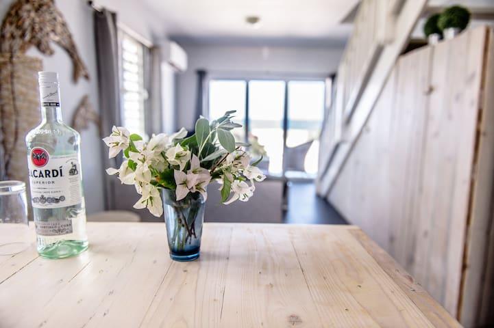 Modern, nieuw ingericht appartement