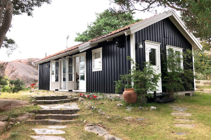 House with large garden by the sea in Fjällbacka