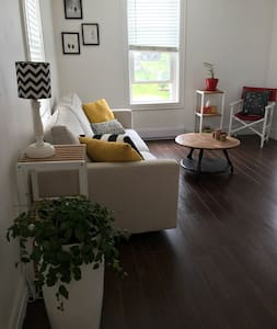 """THE BRINLEY"" COZY 2BR UPTOWN Apartment A"