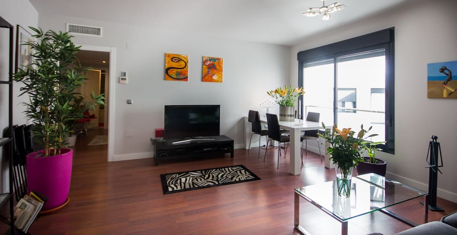 Exclusive apartment in center, 92 m2, w/ parking