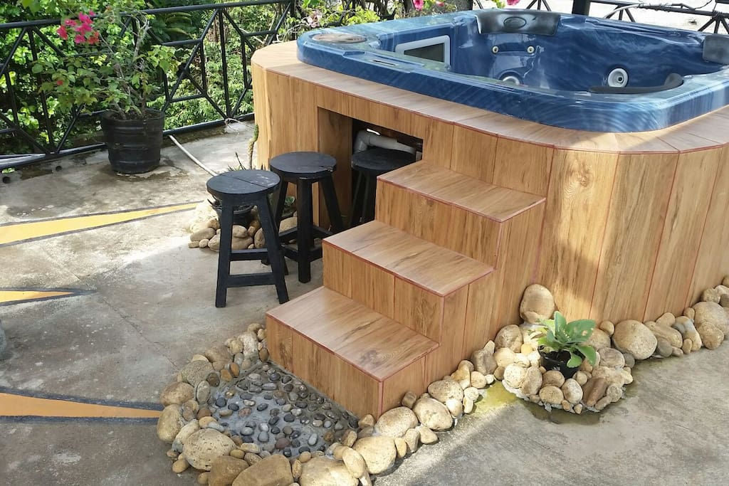 Sink in with mountain views into a Semi outdoor jakuzzi from signature spas