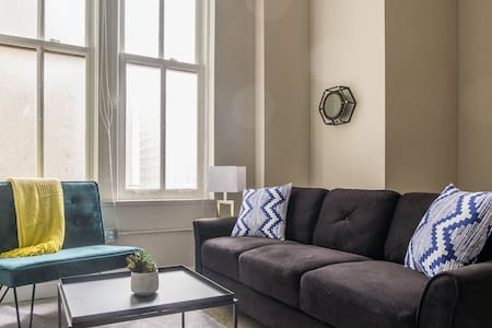 Stylish 1BR Apt in Downtown