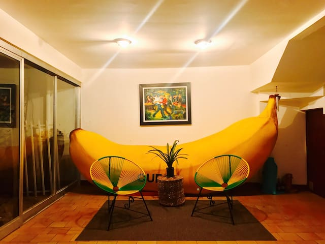 SPACIOUS ROOM AND BREAKFAST IN BANANA HOUSE