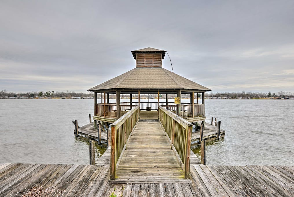 You'll have access to this shared pier and dock with provided boat parking.
