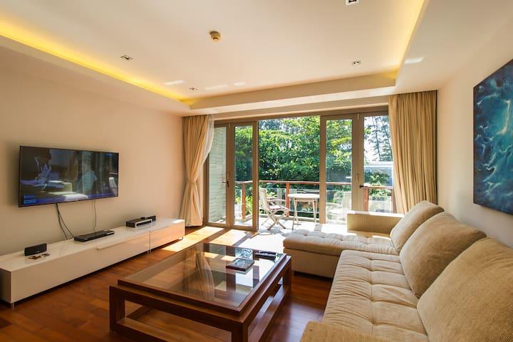 2 Bedroom Beachfront Apartment: PON AF03