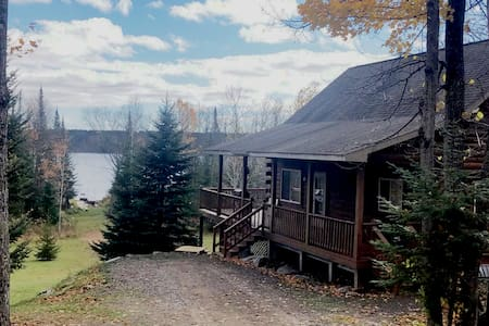 Log Lakehouse, 3 bed 2 bath w/lower level & office
