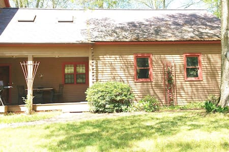 SEPARATE AND FURNISHED APARTMENT W/ALL UTILITIES - North Stonington - Daire