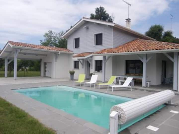 MESSANGES, VERY NICE 4-BR VILLA WITH SWIMMING POOL