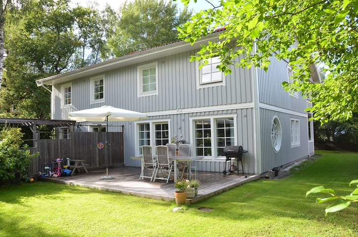 Semi-detached house with garden close to Stockholm