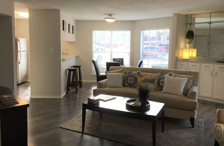 Clean, cozy place of your own | 2BR in Dallas