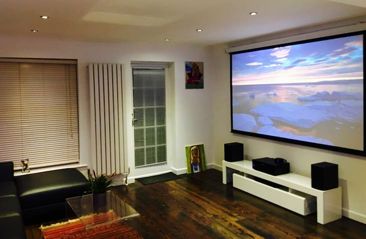 Modern Town House in Southsea with Home Cinema