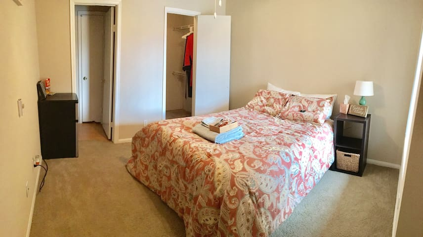 Cozy private room w/ Community Pool & Gym - Oceanside - Byt