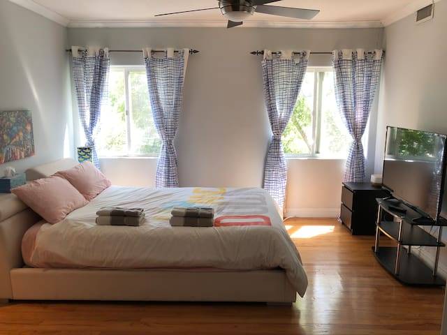Charming Private Studio in Heart of Echo Park!