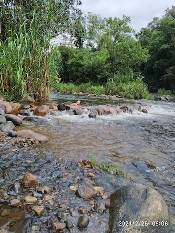 Um delicioso rio bem ao alcance da suad necessidades de repôr as energias.