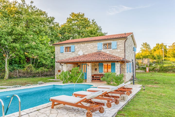 Three Bedroom Remote cottage, in the countryside in Labin, Outdoor pool
