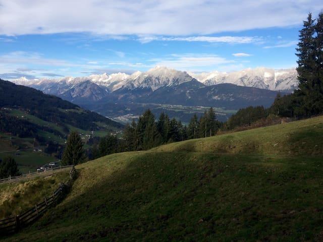 Urige Almhütte (Aste) in Tirol mitten am Berg