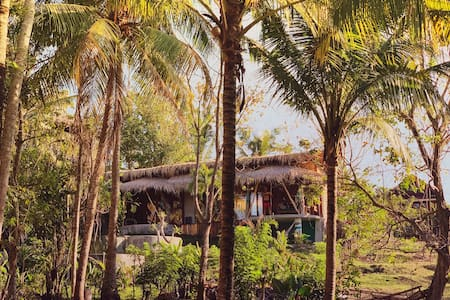 RETRO BALIAN Treehouse ask for special prices