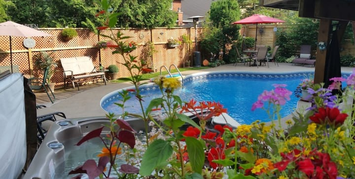 Self-Contained 2-bedroom Suite by Pool & Hot tub