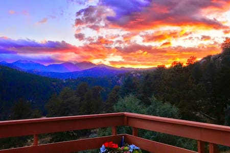 Longs Peak Vista Cabin w/amazing view on 2.5 acres