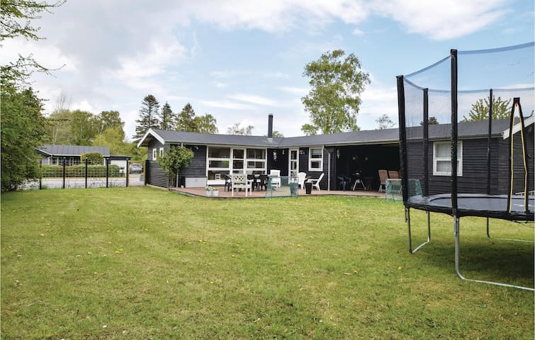 Holiday cottage with 2 bedrooms on 74m² in Juelsminde