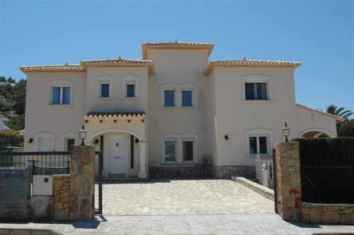 Casa Lilly a large luxury villa with 4 bedrooms