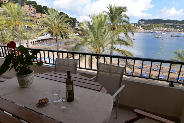 Beach front Apartment in Port de Sóller