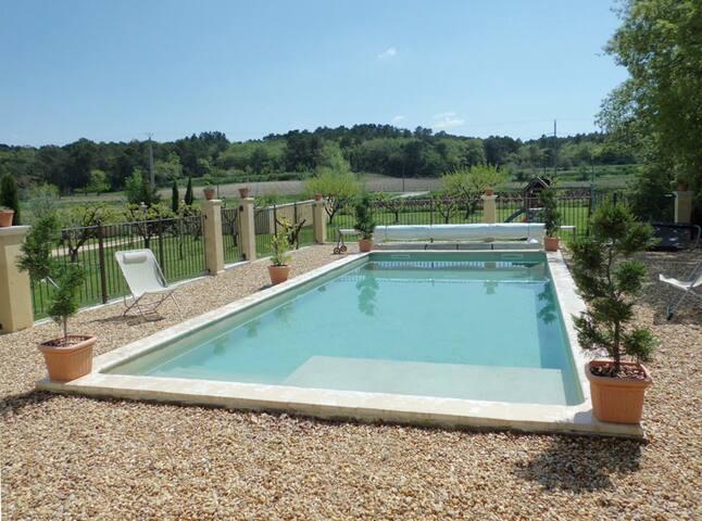 Jolie villa et piscine en Provence - Mondragon - บ้าน
