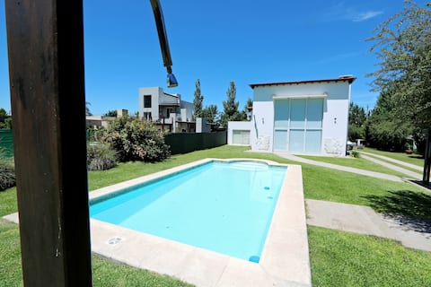 Beautiful House in Roldán with Pool