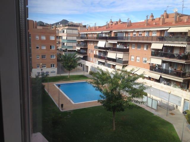 Hab. con baño privado y vistas a la piscina