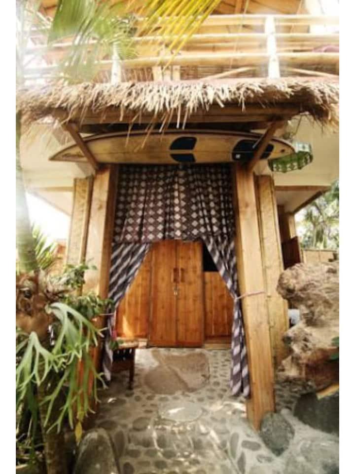 Wooden+Bamboo Room -Medewi Surf Homestay-