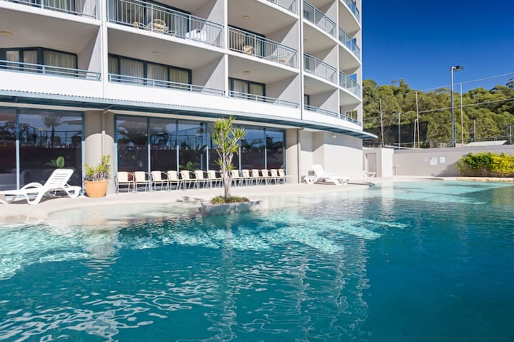 211 'The Landmark', 61B Dowling Street - Resort Style holiday with pool, games room & restaurant