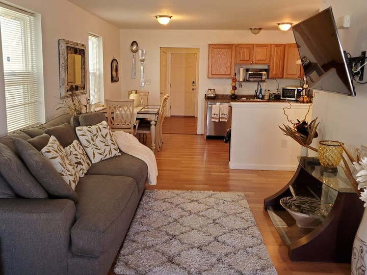 Central Villa -Cozy, Comfortable & Close to it all