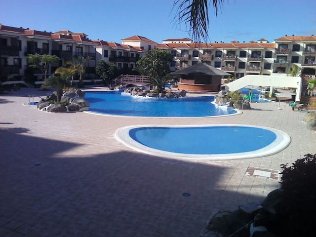 Apartment near the ocean with garden and pool - Arona - Apartment