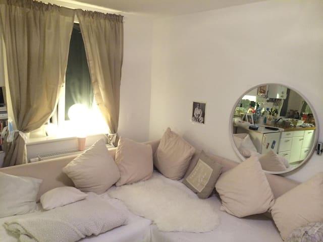 Sonnige 2-Zimmerwohnung,vollausgestattet,Terrasse - München - Wohnung