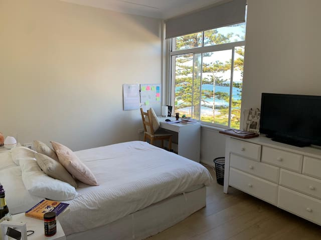 Beach private bedroom at Dee Why Beach