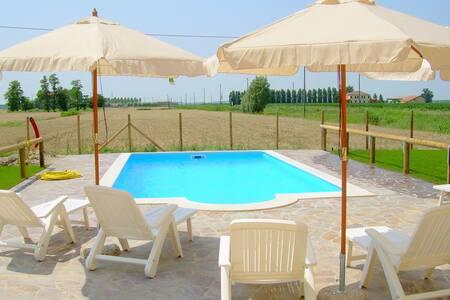 Acogedora casa de vacaciones en Ariano nel Polesine con piscina