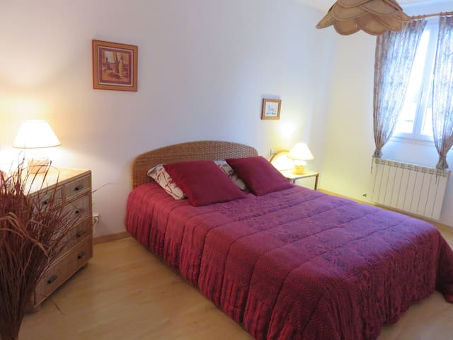 Private rooms in a spacious house - Orange - Penzion (B&B)