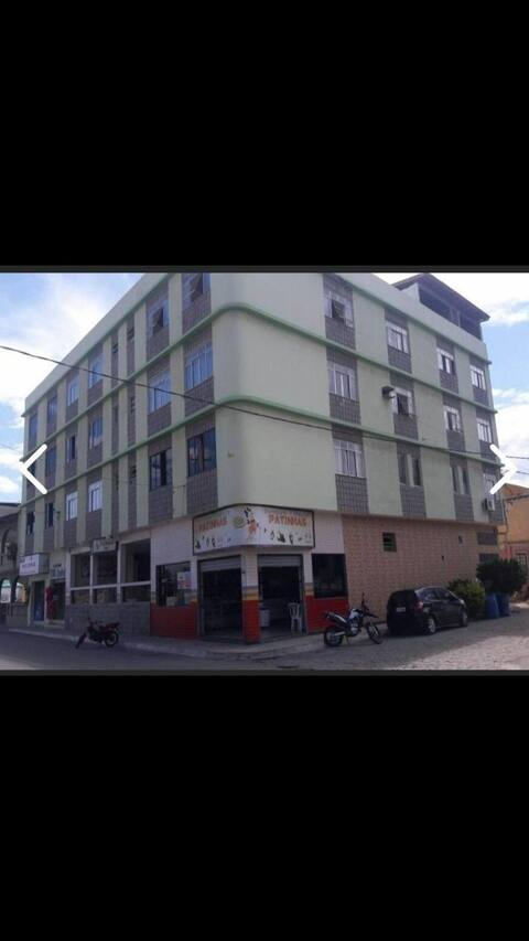 Edifício Patinhas-em frente à Praia Central.