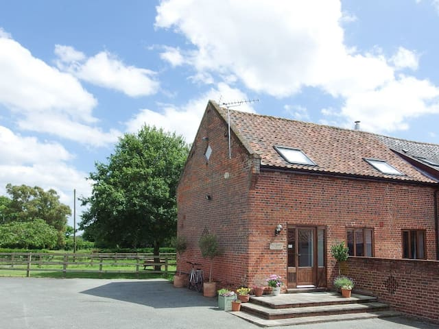Red Barn Cottage (UKC693)