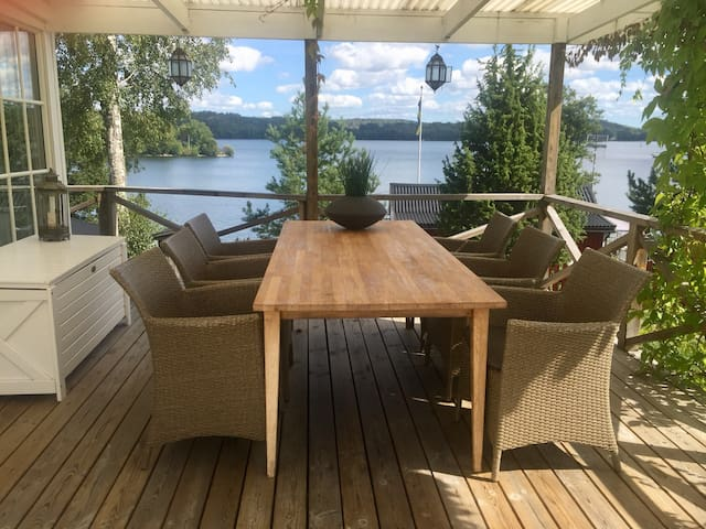 Lovely seaside cottage 45 min drive from Stockholm