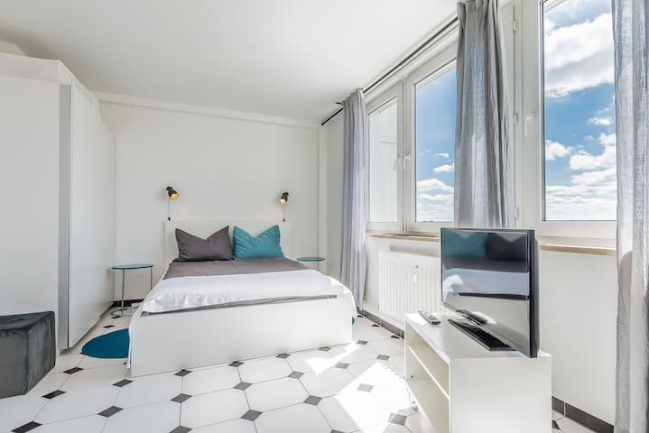 Modern studio with Wi-Fi and city views - Augsburg - Apartamento