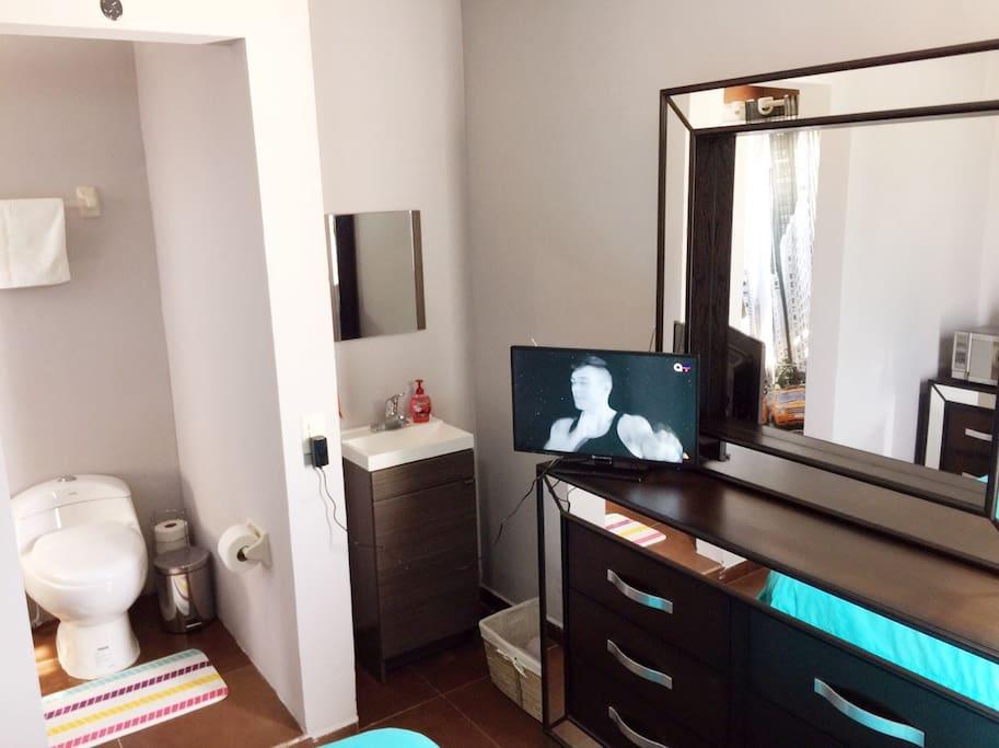 Habitaci n independiente remodelada guest houses louer for Cuarto independiente