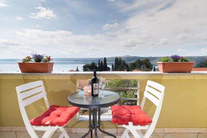 One bedroom apartment with balcony and sea view Posedarje, Novigrad (A-6190-b)