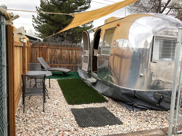 Airstreamin & Dreamin- heated, hot water, wifi